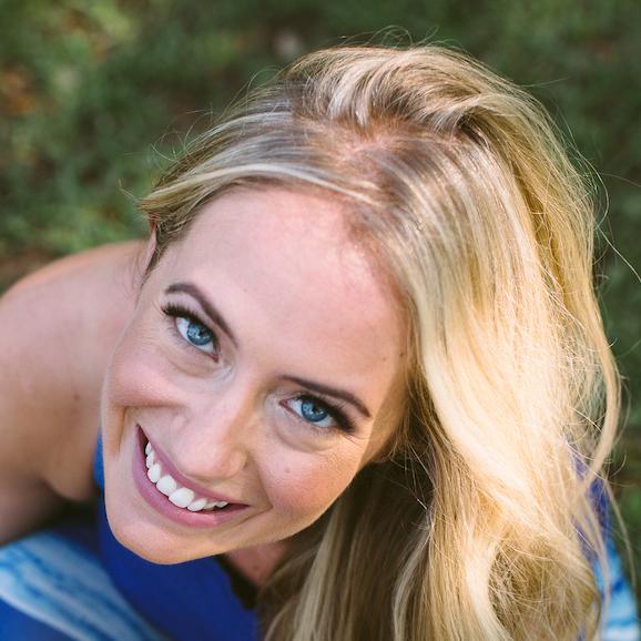 Kathryn Budig, célèbre professeur de Yoga, contributrice à de nombreux journaux spécialisé dans le domaine de la santé de du Yoga (dont le fameux Yoga Journal) et écrivain. (c) Crédit photo : Andrew Cebulka